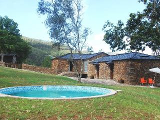 3bd cottage in beautiful scenery,near river beach, Cinfaes