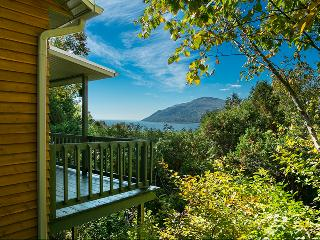 Chalet Bruant - breathtaking view on the bay, Baie-St-Paul