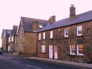 Puffin Cottage in Alnmouth - Just 50 yards from the beach & dog friendly!