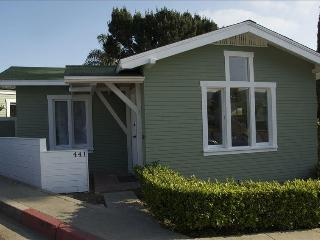 Historical Cottage 2 Blocks to Beach & Town- green, Laguna Beach