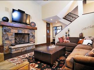 New & Luxurious Townhome - Contemporary Decor & Finishes (1230) - Central Idaho vacation rentals