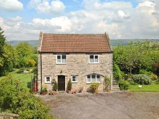 THE COACH HOUSE, country cottage, patio, pretty views, in Henton Ref 17932