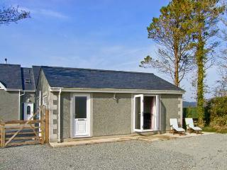 BABELL COTTAGE, pet-friendly single-storey cottage, good for country and coast, Brynteg Ref 21474