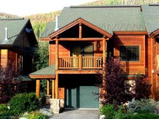 Slopeside 200: 3-bedroom base area ski condo, Winter Park
