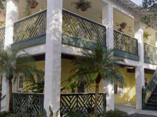 Pineapple Manor Vacation Apartment 'B', Melbourne Beach