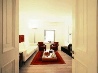 In Rome at Spanish Steps, Classy Apartment with Modern Design in an Historic Palazzo