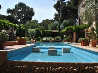 Cap d'Antibes: French Riviera Villa with Pool and Sea Views