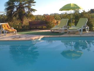 Couleur du Sud, 1 Bedroom Vacation Rental with a Pool and Balcony, Molleges