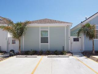 3 Bedroom 3 Bath home in tropical Pirates Bay!, Port Aransas