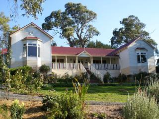 Annabelle of Healesville B & B Rose Room