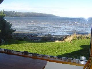 Waterfront Beachhouse with Great View!, Freeland
