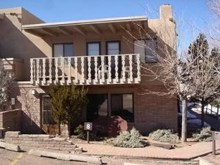 Artist Retreat Close to Plaza & Ski/ Indoor Pool, Santa Fe
