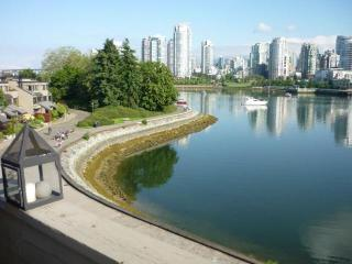 Vancouver Waterfront Townhouse in False Creek