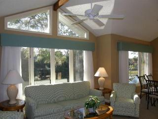 Luxury, private, walk to beach condominium, Hilton Head