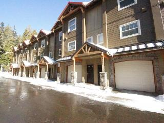 Pet-friendly, upscale condo with pool & hot tub access!, Government Camp