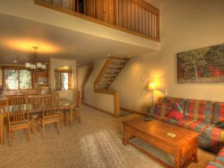Condo w/ free shuttle to skiing & shared aquatic fun!, Truckee