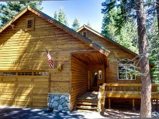 Rustic-chic home w/jetted tub & game room, pool/hot tub, etc, Truckee