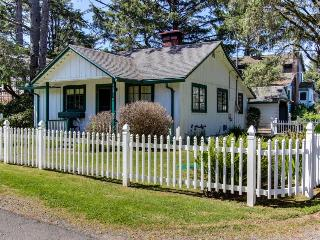Charming pet-friendly home with space for 6, Neskowin