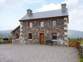 BRANDON HOLIDAY HOME, beautiful views, en-suite facilities, open fire, Ref 24501, Cloghane