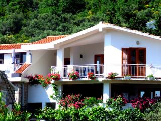 Nr Lux-Two-Bedroom Apartment with Terrace, Sveti Stefan