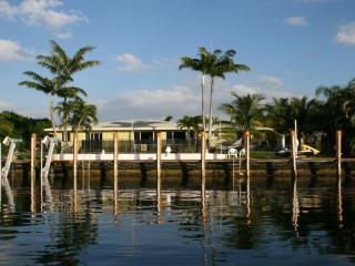 Waterfront, private pool, canoe, dock. Near beach., Boca Raton