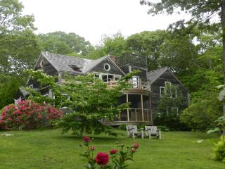 #100022 A true get away w/ great proximity to Lambert's Cove, West Tisbury