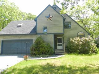 #8144 Ideal Vacation Home W/ Large Screened Porch, Oak Bluffs