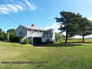 #713 Quaint Martha's Vineyard cottage with water views, Weston