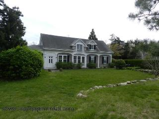 #949 Comfortable Carriage House with private beach access, Vineyard Haven