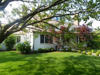 #1081 Wonderful Vacation Rental With Beach Association, West Tisbury