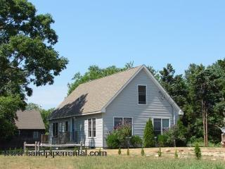 #8811 Airy, Open 2BR Home Walking Distance to Circuit Avenue, Oak Bluffs