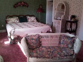 Andrea's Bed and Breakfast King ( Honeymoon Suite ) - Niagara Falls vacation rentals