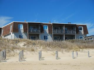 Oceanfront Condo in Regency Newly Renovated MP 9.5, Kill Devil Hills