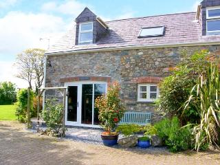 THE COACH HOUSE, pet friendly, country holiday cottage, with a garden in Wolfscastle, Ref 4350, Haverfordwest