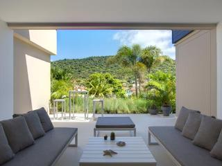 Walking distance to Shell beach, perfect for an intimate getaway. WV MIL, Gustavia