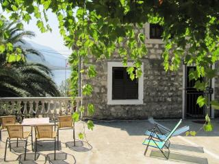 House for rent at Orahovac, 30 m from the beach, Kotor