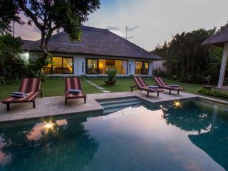 Villa Kamboja Master, 3 bedroom ensuite own pool, Legian