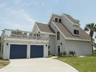 Upscale 3 bedroom 4 bath home, with a community pool!, Port Aransas