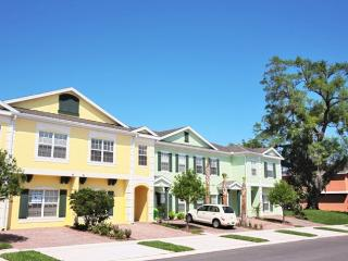 VACATION TOWN HOUSE IDEAL LOCATION TO THEME PARKS, Kissimmee