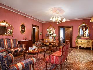 Fascinating Venetian flat close to St. Mark's Squa, Veneza