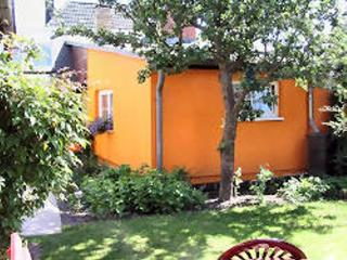 Vacation Bungalow in Stralsund - tranquil, ideal, near the beach (# 3859)