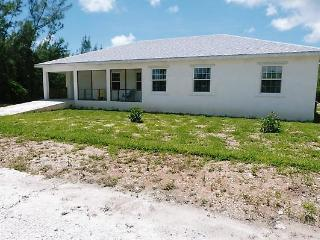 TRADE-WINDS 3 bed villa 200ft from beach, Great Abaco Island