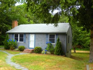 2 Bedroom 1 bath  less than 1 mile from Breakwater Beach, Brewster