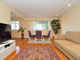 Spacious and Bright Westside 2 Bedroom Suite Close to UBC and Jericho Beach, Vancouver