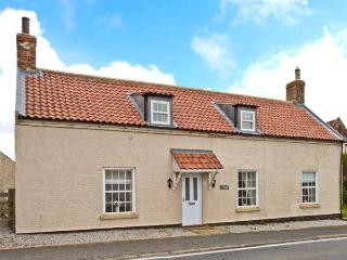 VILLAGE FARM, pet-friendly, character cottage, ideal for coast and countryside, Seaton, Hornsea Ref 24802