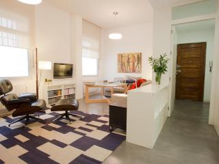 Modern 2 bedroom apartment in the heart of Juderia, Seville