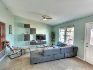 Modern 2BR w/ pool, hottub, view, beach access!, Oceanside