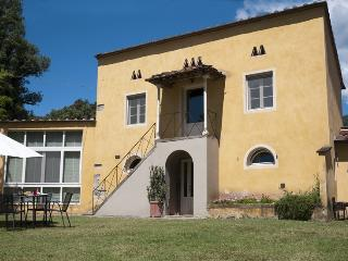 MAGNOLIA house in a historical monumental estate., San Pietro a Marcigliano