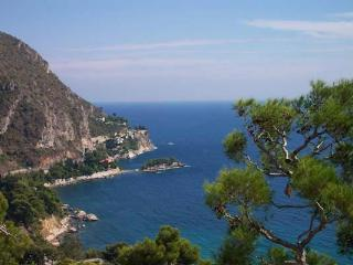 Ride the private cable car to this villa. AZR 206, Théoule-sur-Mer