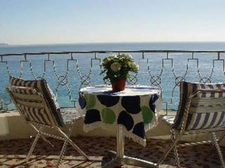 Cozy French Riviera Apartment on Promenade des Anglais, Théoule-sur-Mer